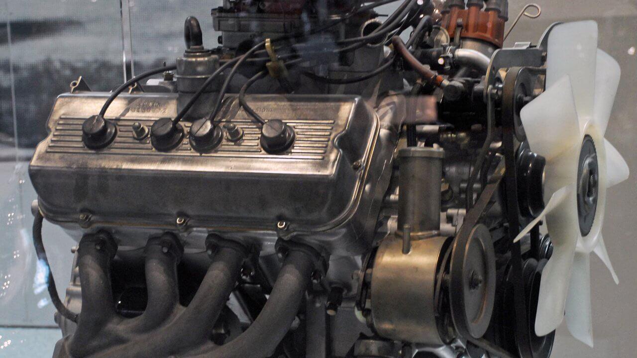 ディーゼルエンジンの仕組みについて〜燃料や構造・ガソリンエンジンとの違いを図解〜