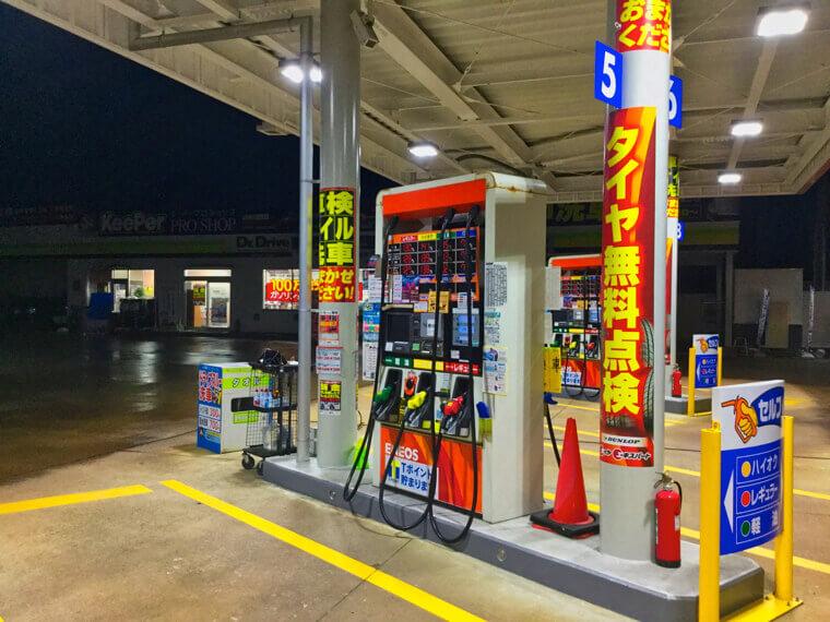 ガソリンスタンドの洗車と手洗い、どちらが良い?